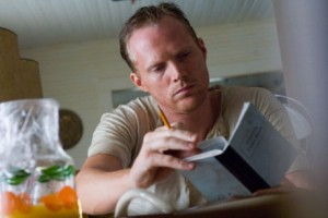 T. Ray Owens (Paul Bettany)