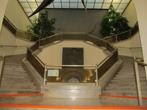 Aufgang zum Lichthof über die Steintreppe